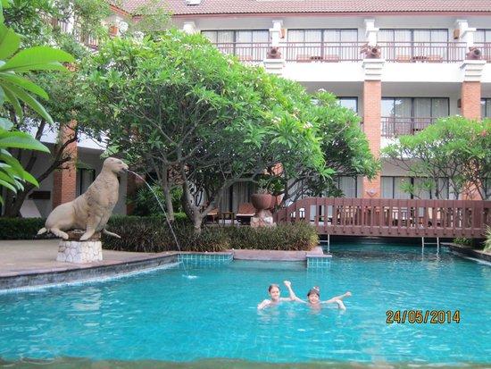 Woodlands Hotel & Resort: территория отеля