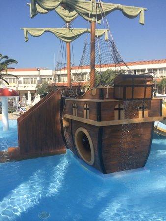 Olympic Lagoon Resort : Pirate ship- lots of fun