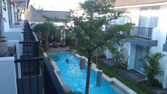 7 Bidadari Boutique Hotel: Courtyard/pool view from an upstairs room