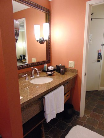 Loews Ventana Canyon Resort: bathroom