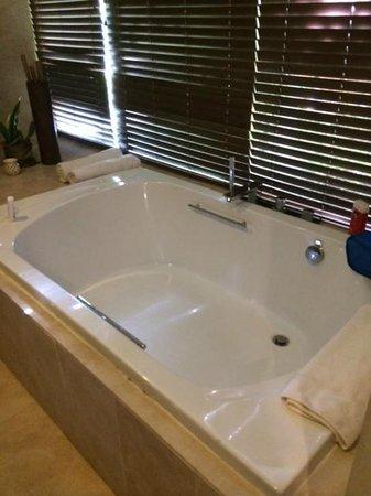 Sivory Punta Cana Boutique Hotel: La baignoire