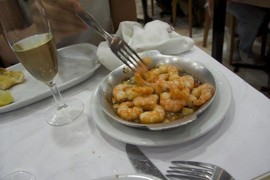 Cervejaria Ramiro: Garlic shrimps