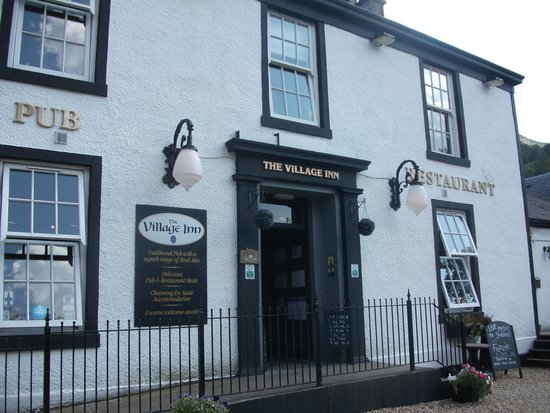 Claymore Hotel: local village pub