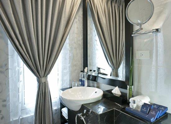 Church Boutique Hotel Hang Ca : Bathroom