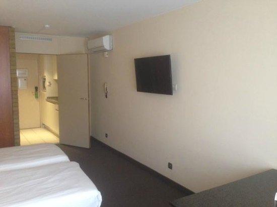 Arass Hotel & Business Flats: TV