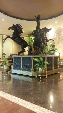 Harmoni Suites Hotel : Hotel lobby
