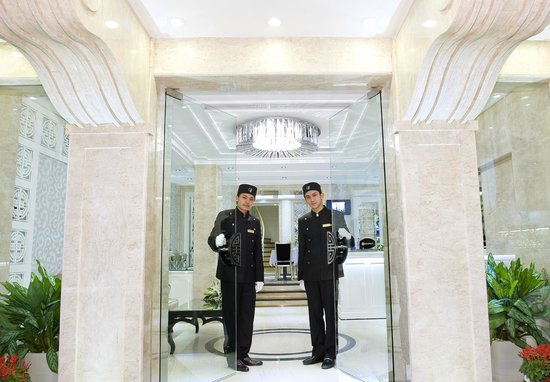 Church Boutique Hotel Hang Ca: Entrance