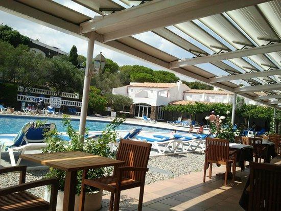 Hotel Calina: Comedor en la piscina