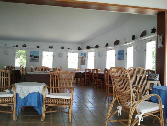 Hotel Calina: Comedor abierto a la piscina