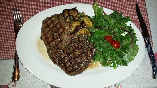 Vinoteek Tigu: Grilled Charolais entrecote with herb butter and marinated vegetables