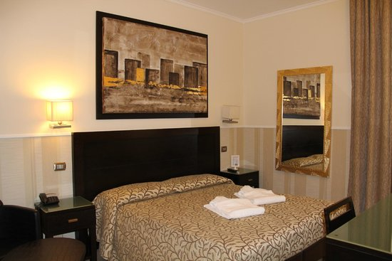 Yes Hotel: chambre