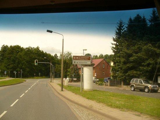 """Gedenkstätte Mittelbau Dora: A road sign to """"Mittelbau-Dora"""" in Nordhausen"""