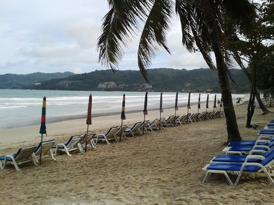 Patong Pearl Resortel : Patong Beach is only 5-minute walk from the hotel