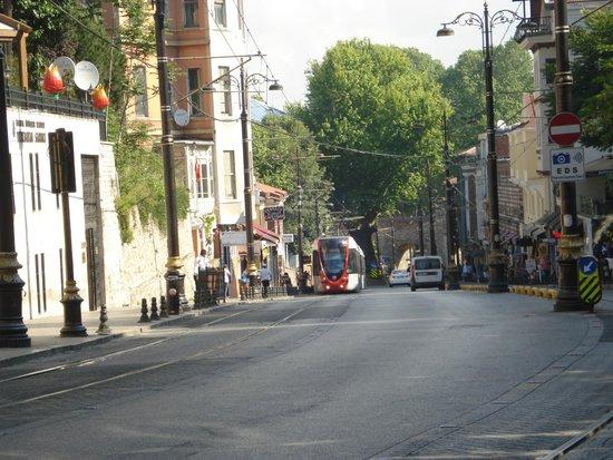 Asur Hotel: улочка