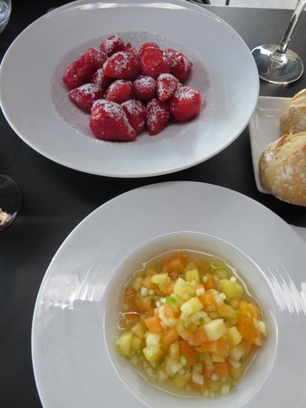 Le Saut du Loup: Strawberries and fruit 'Minestrone'