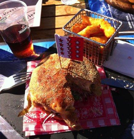 Restaurant les Violettes : Le hamburger de veau à la cabane