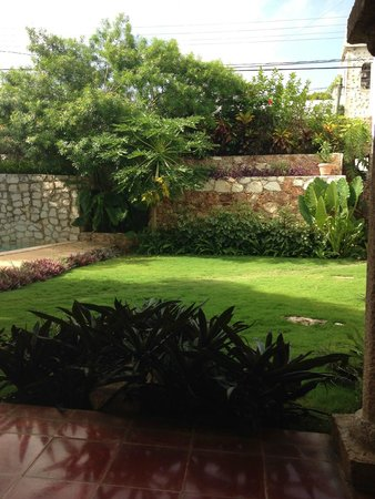 Hotel Posada San Juan: Walled garden