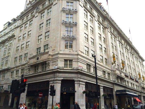 Strand Palace Hotel: Devanture
