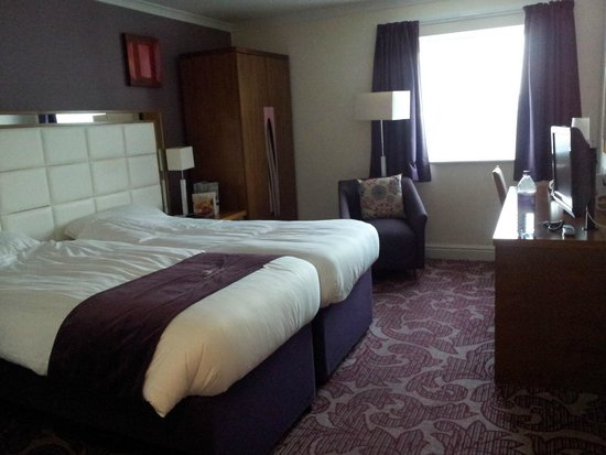 Premier Inn Manchester Old Trafford Hotel: Twin beds