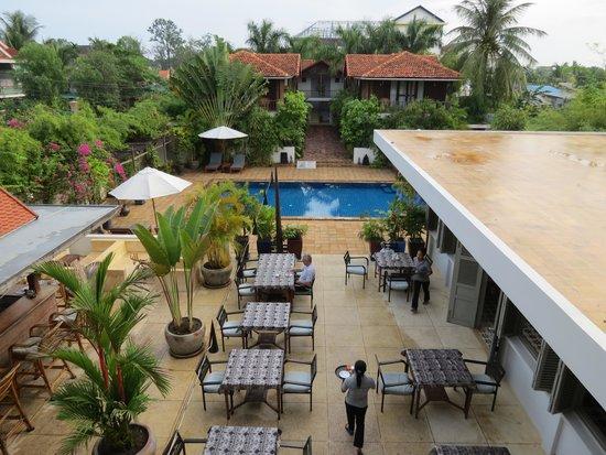 Bambu Battambang Hotel: View of pool area