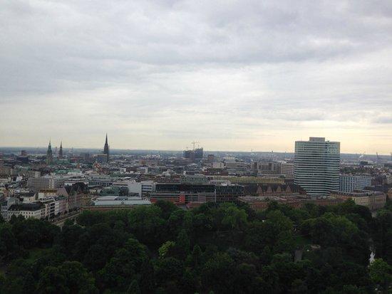 Radisson Blu Hotel, Hamburg: вид из окна - 21 этаж
