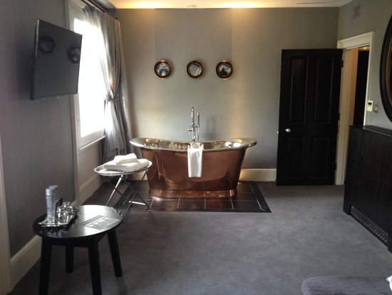 Poets House: Beautifil bath