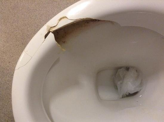 Savoy Hotel : toilet bowl at hotel room