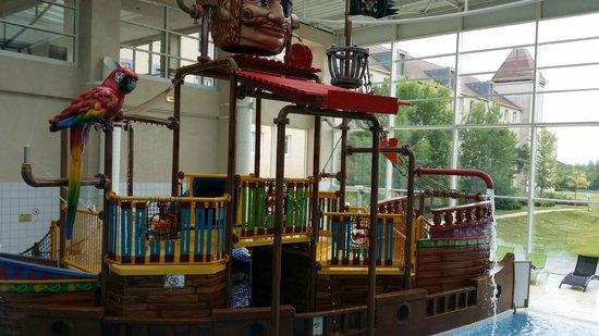Hôtel Explorers : Barca dei pirati in piscina