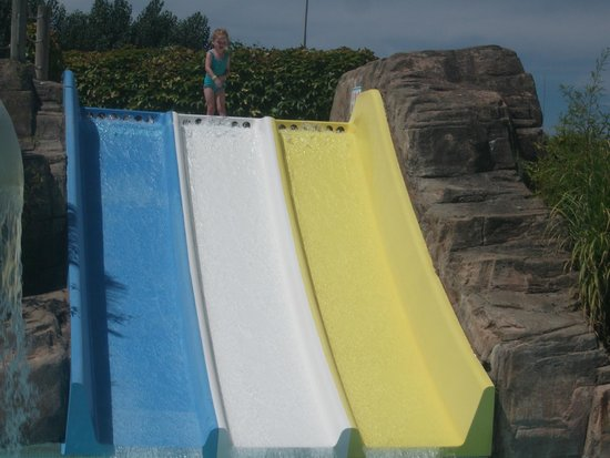 Le Clarys Plage : One of the many slides