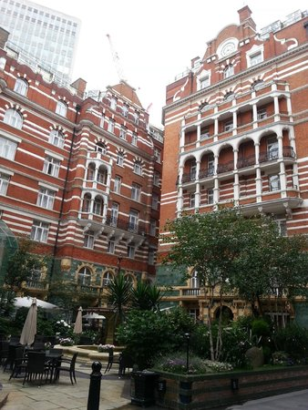 St. James' Court, A Taj Hotel: Hotel courtyard