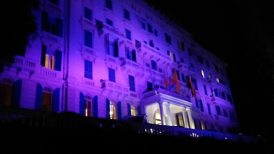 Grand Hotel Des Anglais : hotel by night
