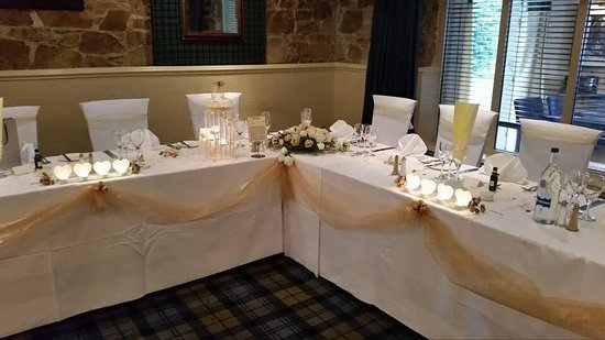 Loch Fyne Hotel & Spa: Top table decorated by hotel staff in Clansman restaurant