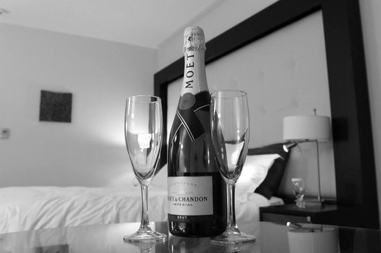 Carton House Hotel & Golf Club: Champagne in our room