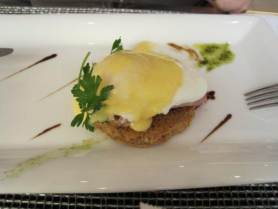 Design Hotel Josef Prague: desayuno huevos benedictine