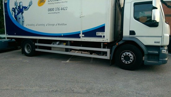 Premier Inn Southampton North Hotel: Another HGV Hogging the parking spaces