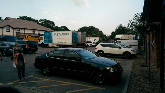Premier Inn Southampton North Hotel: Hgvs in car park