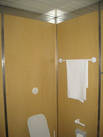 Meditur Hotel Cagliari Santa Maria : Parte de lavabo