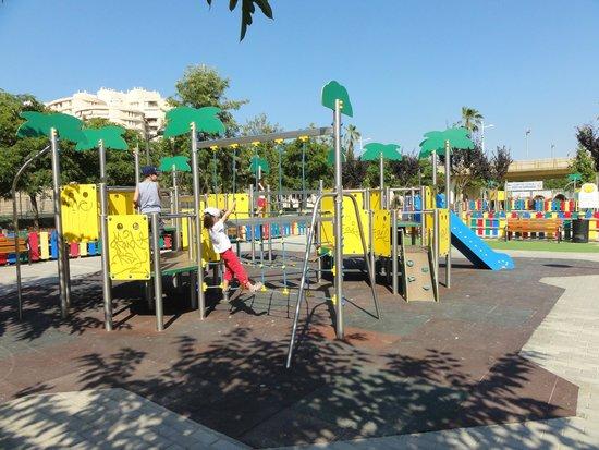 Antiguo Cauce del Rio Turia: Playground (photo by Lenka Krivankova)