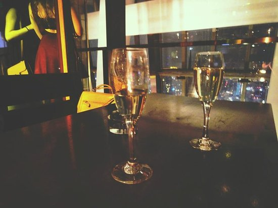 100 Century Avenue Restaurant: Champagne