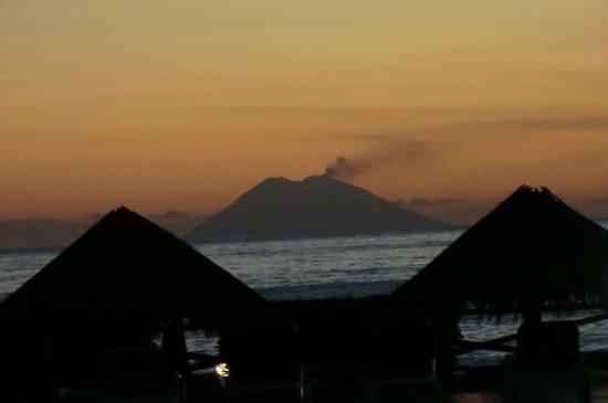 Villaggio Torre Ruffa Robinson: Lo spettacolo visto al tramonto dal villaggio!!!