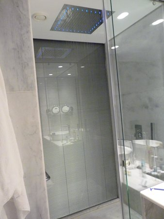 Hotel Santa Justa: bathroom
