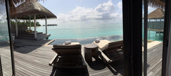 COMO Maalifushi, The Maldives : The sun deck and pool