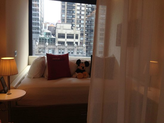 citizenM New York Times Square : The MOST Comfortable bed EVER!