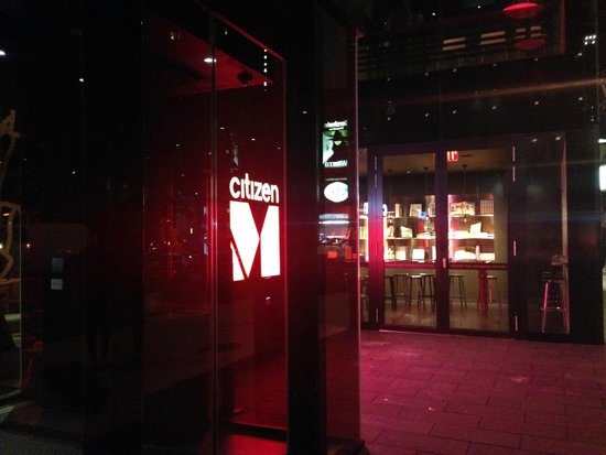 citizenM New York Times Square : Outside CitizenM