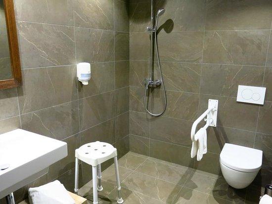 Arrels d'Emporda: Baño adaptado