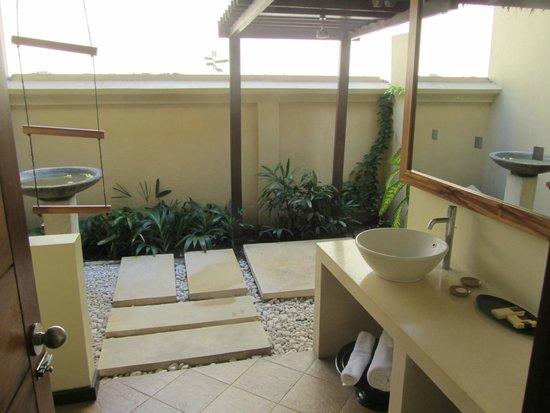 Qunci Villas Hotel: Baño al descubierto