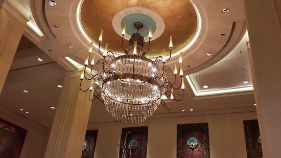 Sule Shangri-La Yangon : In the Lobby
