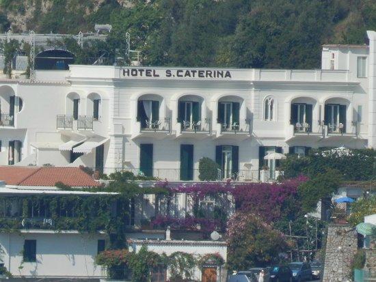 Santa Caterina Hotel: View of Hotel From Amalfi