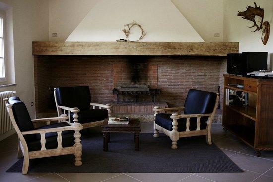 Villa Lena: Stento House Fire place
