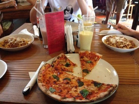 Mamma Mia: pizza met tonijn en pasta bolognese